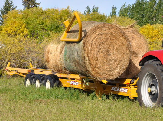 Bridgeview - Bale King BR820 bale retriever loading hay bale