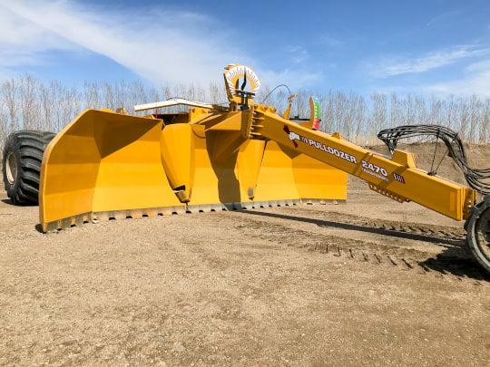 Bridgeview - Pulldozer transformer 2470 blade