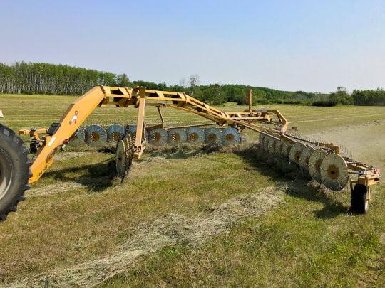 Bridgeview - Bale King VR683 hay rake kicker wheel