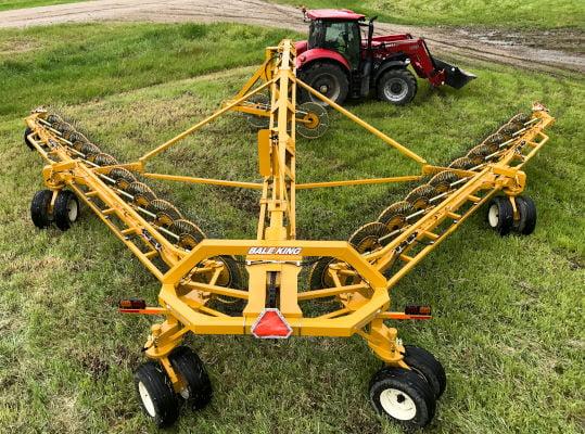Bridgeview - Bale King VR683 hay rake super steer